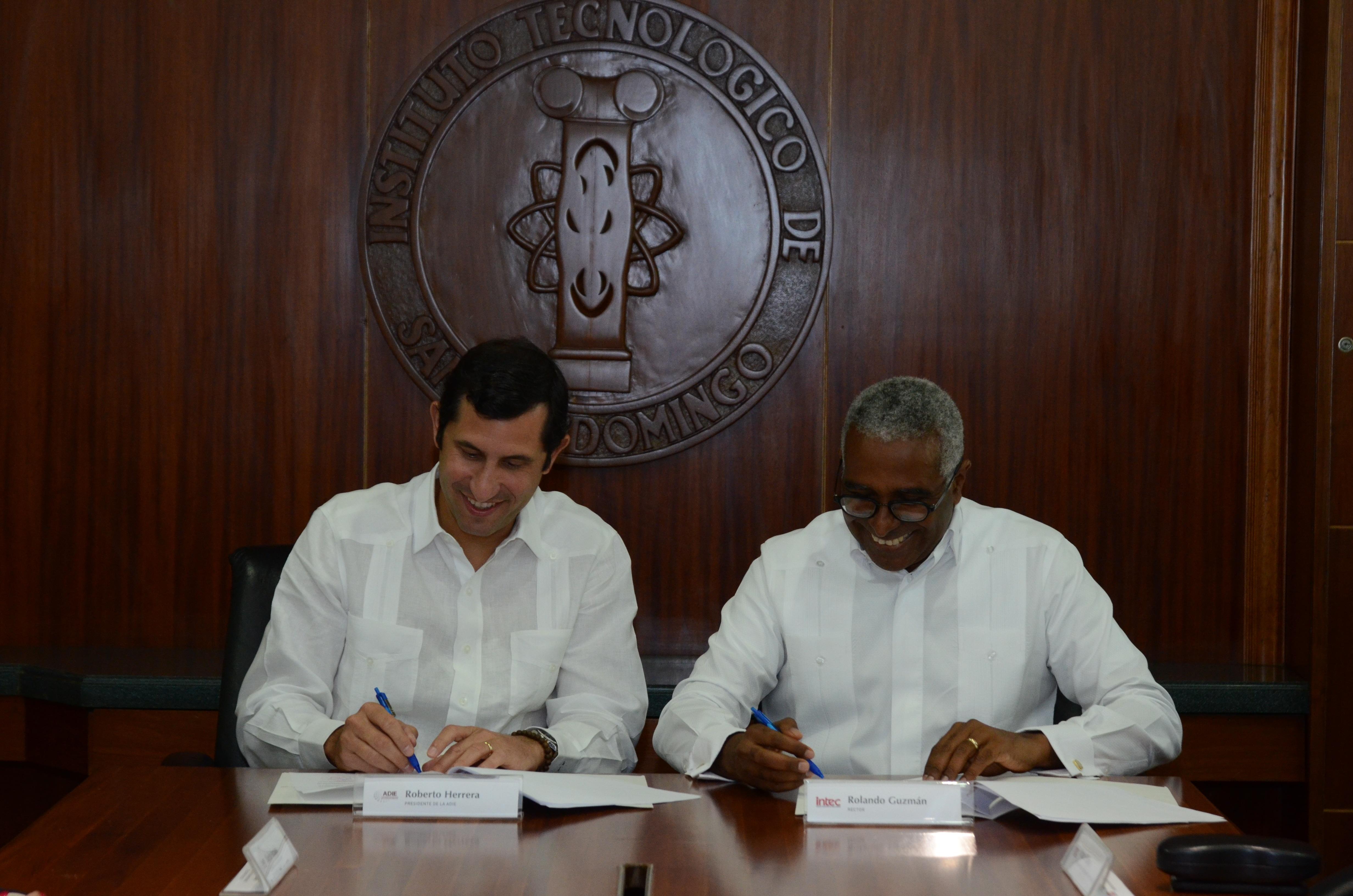 INTEC y ADIE firman acuerdo para aportar soluciones a problemas energéticos del país