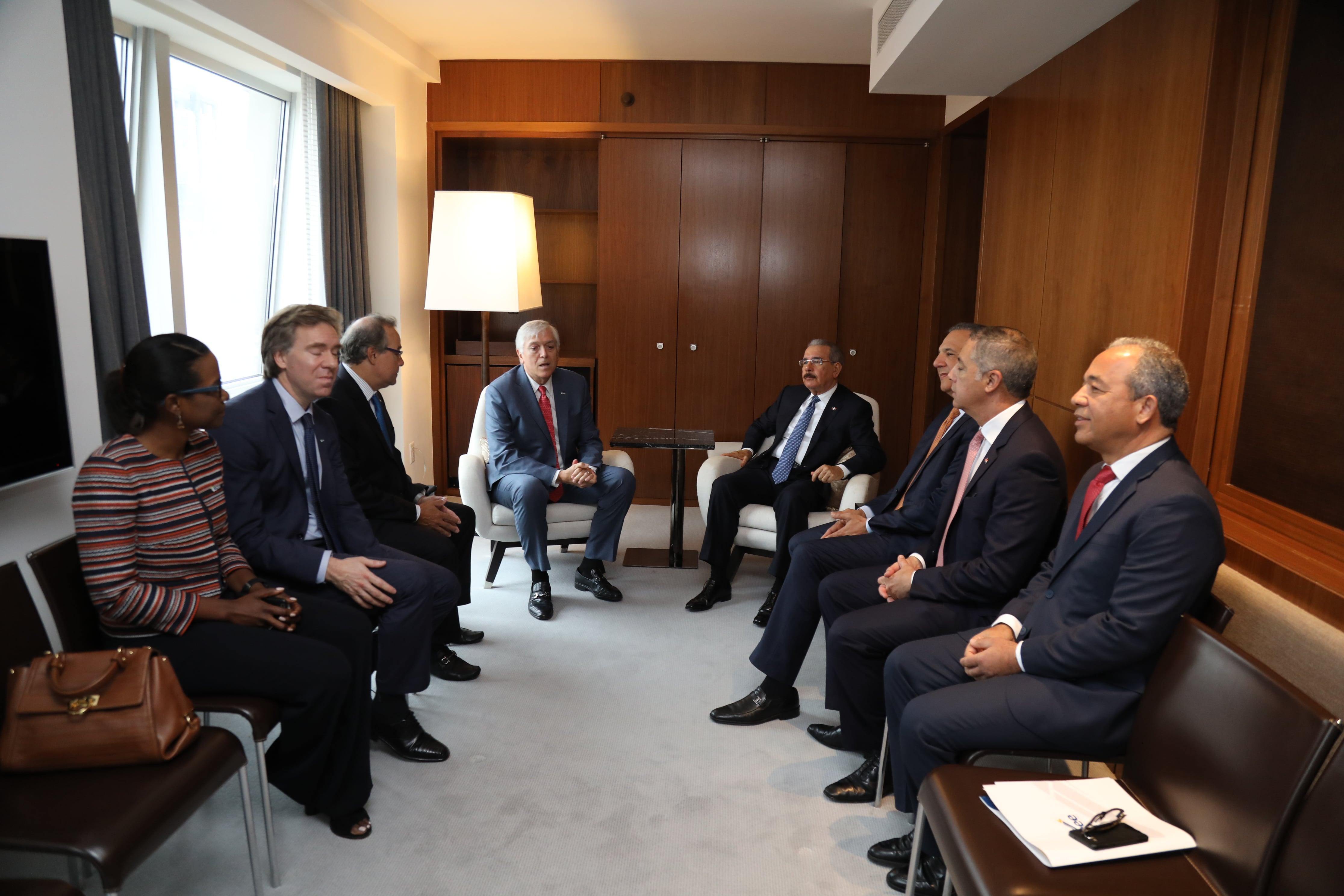 AES y el Gobierno dominicano acuerdan soluciones conjuntas